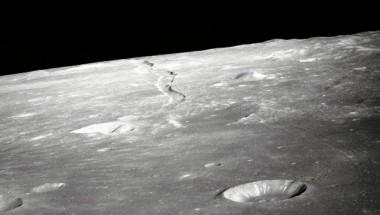 Cavidad enorme en forma de túnel en la Luna